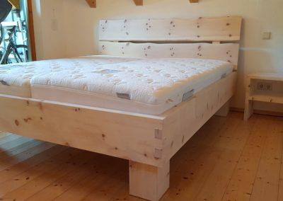 Zirbelhol-Bett